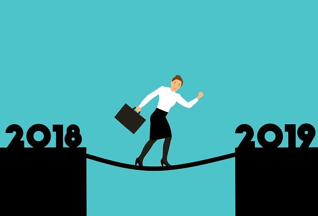 Eine Frau bewegt sich von 2019 in das Jahr 2019.